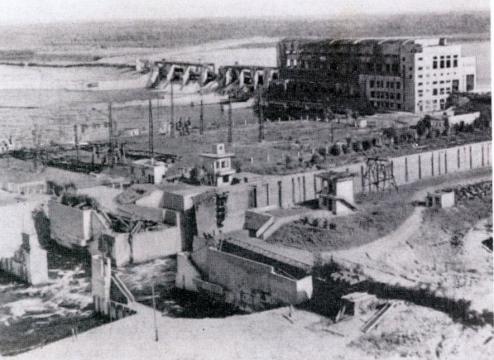 Разрушенная Нижне-Свирская ГЭС в 1944 году. Фото из книги «По ленинскому плану. К 50-летию Нижне-Свирской ГЭС»
